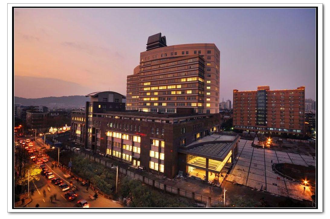 医院开放床位1339张。全院在编职工1515人,其中高级卫技人员260人,博士硕士191名。全院设33个病区,37个专科,2015年门急诊总人数228余万人次,出院5.0万人次。拥有德国西门子核磁共振仪、数字减影血管造影机(DSA)、GE单排CT、飞利浦64排螺旋CT机、ECT、西门子直线加速器、模拟机、西门子多功能泌尿检查床、飞利浦数字胃肠机、DR影像处理系统、骨密度仪、钼靶机、1600C全自动生化分析仪、西门子全自动免疫发光仪、全自动血球分析仪、全自动血球流水线、意大利进口牙科综合治疗台、日本森田制